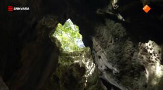 Chris bezoekt de grotten van Phnom Sampeau