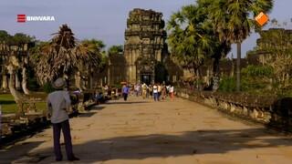 Chris bezoekt het beroemde tempelcomplex Angkor Wat in Cambodja
