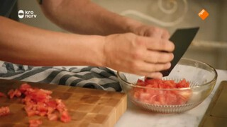 Dagelijkse Kost Pasta nero met inktvis, citroen, look en peterselie.