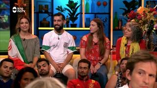 Aan de supportersbar Spaanse en Iraanse fans