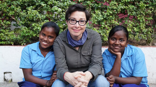 De Ganges met Sue Perkins De Ganges met Sue Perkins