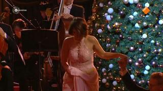 Sef Thissen zal samen met een groot orkest en koor onder leiding van Maurice Luttikhuis het Kurhaus onderdompelen in kerstsferen. Diverse top solisten uit binnen- en buitenland bestijgen het podium.
