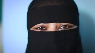 2doc Kort - Razia Waxt In Niqab