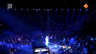 Jacobine op zondag Trijntje Oosterhuis zingt voor haar vader Huub Oosterhuis - deel 1