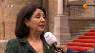 Rechtstreeks verslag van de viering van 100 jaar algemeen kiesrecht voor mannen én vrouwen vanuit de Ridderzaal in Den Haag.