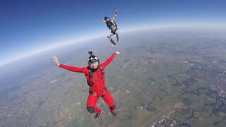 Het Klokhuis - Parachutespringen