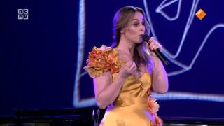 Jacobine op zondag Trijntje Oosterhuis zingt voor haar vader Huub Oosterhuis - deel 3