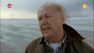 Leo Fijen op zoek naar verhalen van eilandgasten.