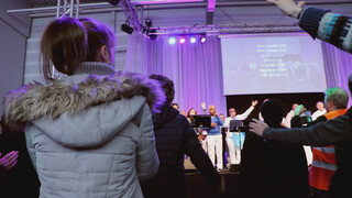 Roderick Zoekt Licht - Geloof Moet Je Vieren