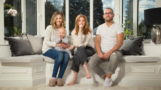 Stacey Dooley Sleeps Over - Stacey Dooley Sleeps Over: The Family Who Live Online