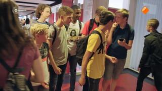 Brugklas - Meisjes Die Voetballen Zijn Lesbisch