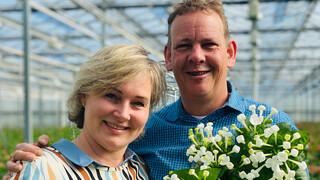 Boer zoekt Vrouw Yvon praat bij met boer Herman en bezoekt bloemenboer Jaap