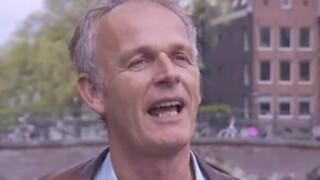 Cor Bakker is fan van Man bijt hond