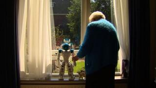 Dit is de Dag Nooit meer eenzaam met Zora, een zorgrobot