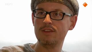 City Folk, eerste aflevering: Siemen Cox, die zijn baan opzegde om een ecologische kwekerij voor oesterzwammen op te zetten.