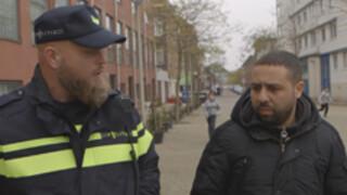 Salaheddine in gesprek met Wijkagent Schilderwijk