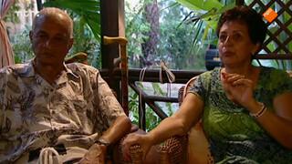 Leon bespreekt het verleden met zijn familie