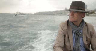 Om de Oude Wereldzee is een nieuwe achtdelige documentaireserie over botsende culturen en religies in heden en verleden, vanaf 10 mei 2015 elke zondagavond te zien om 20:15 uur op NPO 2.