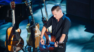 MAX Muziekspecials Bryan Adams Live in Toronto
