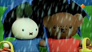Nijntje En Haar Vriendjes - Nijntje En Barbara In De Regen