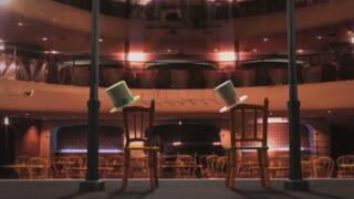 Stoelen dansen op het podium