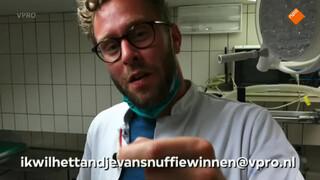 Beestieboys Dr. Tim trekt tandje van konijn Snuffie