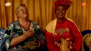 Erica ontmoet transseksuele priester in Sulawesi