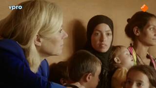 Sigrid Kaag bij vluchtelingenkamp