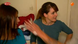 Silvana gaat Wesley te lijf met een pannenkoek