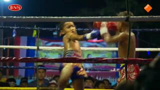 Kleine ventjes tegenover elkaar in de ring