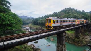 Rail Away - Taiwan: Taipei - Yilan + Sadiaoling - Jingtong