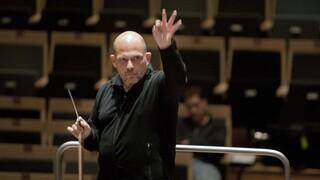 Jaap van Zweden: Een Hollandse maestro op wereldtournee Jaap van Zweden: Een Hollandse maestro op wereldtournee