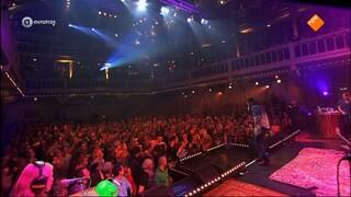 Ali B op volle toeren in concert