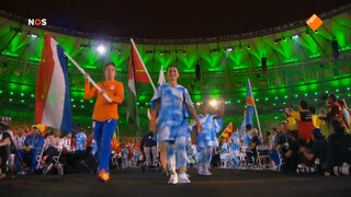 Norbruis draagt vlag tijdens sluitingsceremonie Paralympics