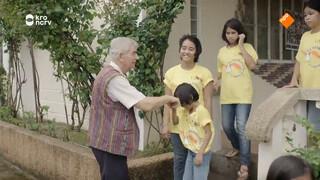 Priester Shay Collin red een hoop kinderen
