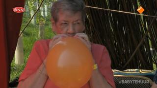 Oma Corrie gaat aan de ballonnetjes