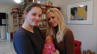 Vier Handen Op Eén Buik - Brenda & Bettina Holwerda