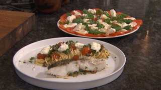 Kabeljauwfilet met pasta en salade
