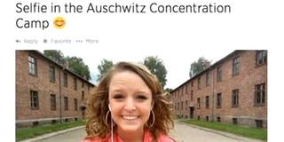 Selfie voor de gaskamers van Auschwitz