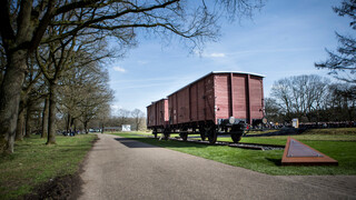 Nos Documentaire Nationale Herdenking - Herdenking Kindertransport Vught 1943
