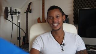 Jan interviewt zanger Steven Cyril