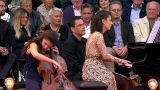 Bartók: Roemeense dansen - Sophiko Simsive en Ketevan Roinishvili