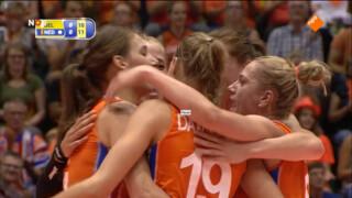 Volleybaldames winnen glansrijk van België