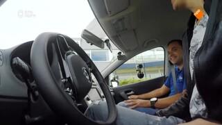 Kan Klaas autorijden zonder handen?