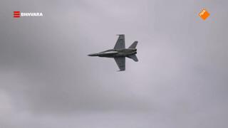 Chris checkt stuntvliegtuigen bij Foynes Air Show