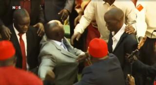 Knokkende parlementariërs in Uganda