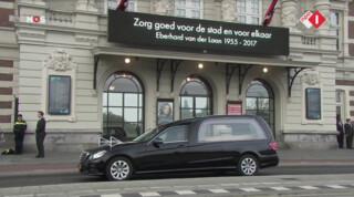 Amsterdammers brengen laatste groet aan Van der Laan