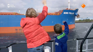 Hoe komen boten door de sluis heen?