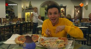 Hoe eet je een pizza? En libro!