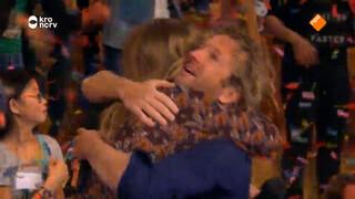 BEST OF BZT: Verassing voor Jetske en Pepijn! - Optreden Tommie